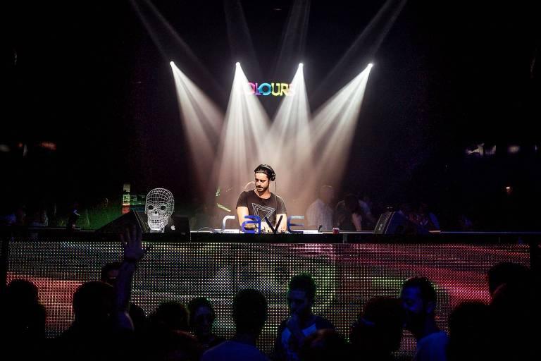 O DJ e produtor Junior C. toca na primeira noite do EletroDrops