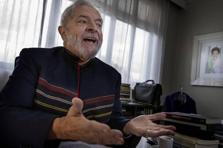 O ex-presidente Lula durante entrevista à Folha no instituto que leva seu nome, em SP