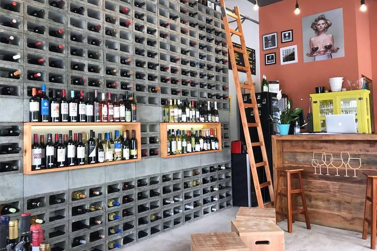 Ambiente do bar Prosa e Vinho, no terraço da galeria Metrópole