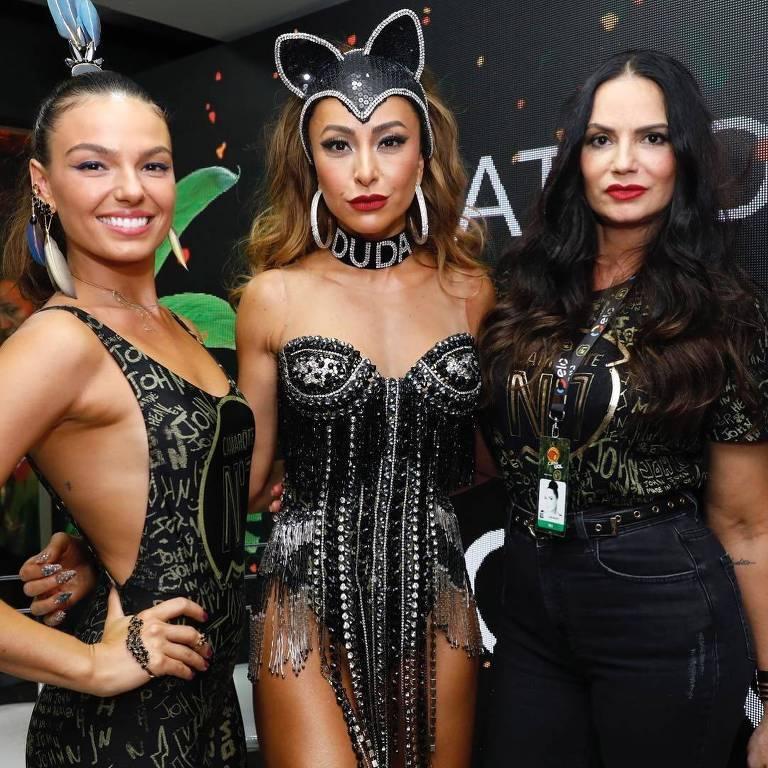 Isis Valverde, Sabrina Sato e Luiza Brunet no camarote N1 no carnaval 2018