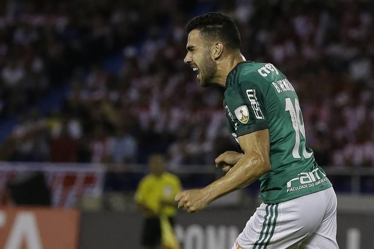 Com dois gols de Bruno Henrique e8fa72aa66e0a