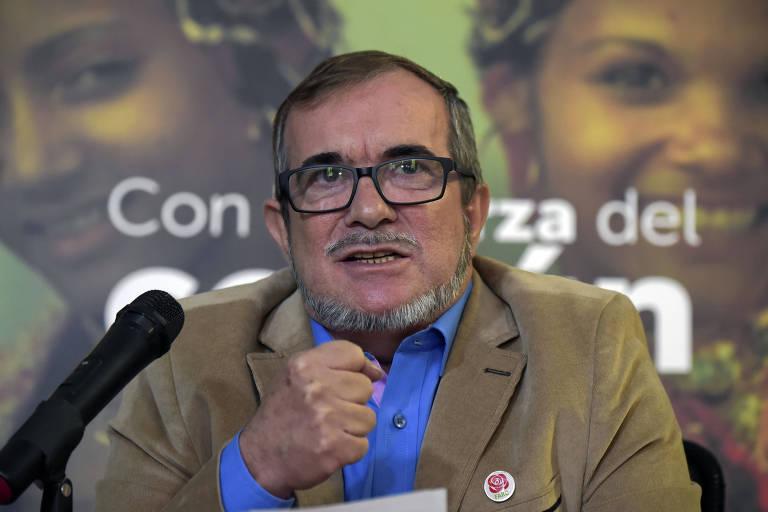 O líder das Farc, Rodrigo Londoño, o Timochenko, participa de entrevista coletiva em Bogotá em 28 de fevereiro