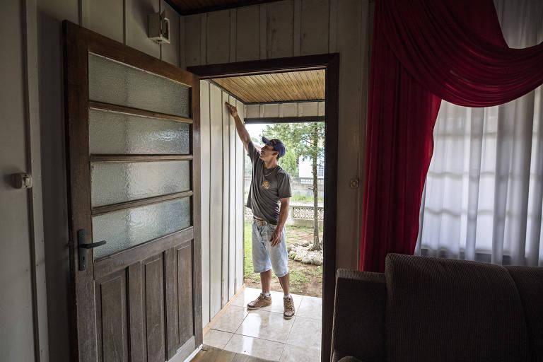Lauro Mangarefa, 28, motorista, que esvaziou a casa em 2017 para escapar da invasão da água