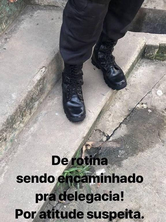 O ator Darlan Cunha publicou em uma rede social uma imagem sendo levado para polícia