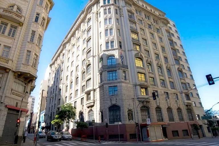 Mostra a fachada da sede do Ministério Público estadual, no centro de São Paulo
