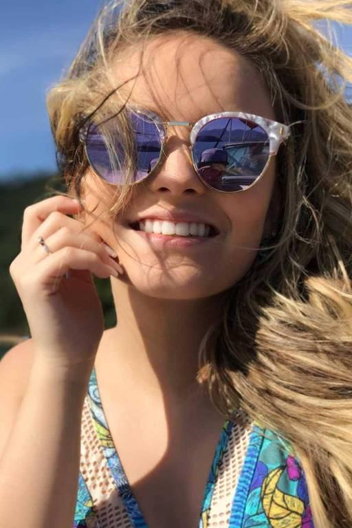 A atriz, cantora e escritora Larissa Manoela; clique para ver mais fotos