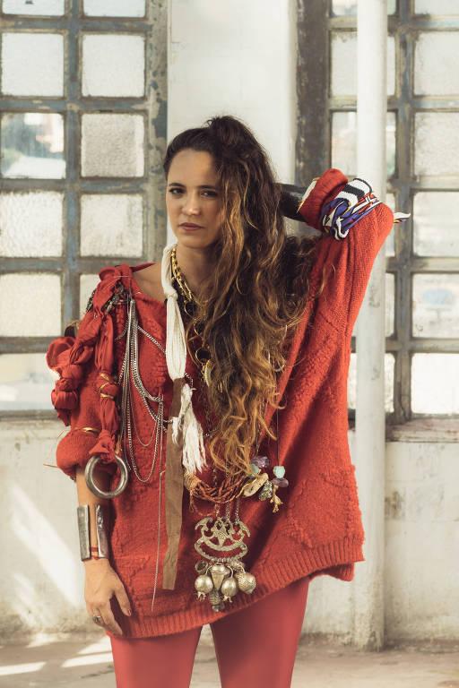 A cantora e compositora Tiê; clique para ver mais fotos
