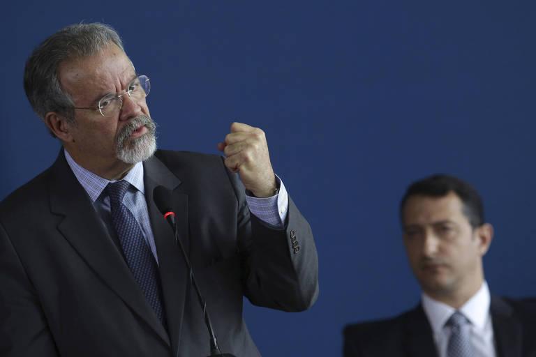 O ministro da Segurança, Raul Jungmann, com o novo diretor-geral da PF, Rogério Galloro