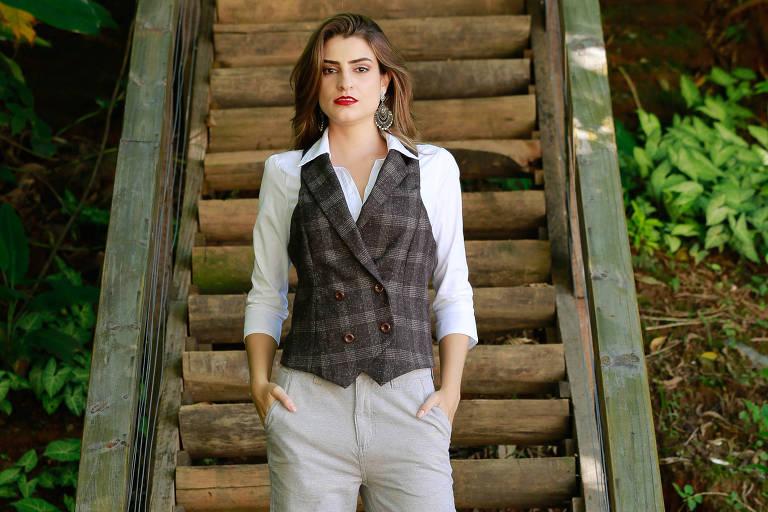 Moda de roupas de alfaiataria com a modelo Raphaela