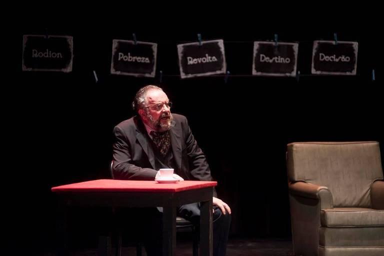 O ator Márcio de Luca durante o monólogo 'Crime e Castigo - Uma Vida Para Ródion Raskólnikov'