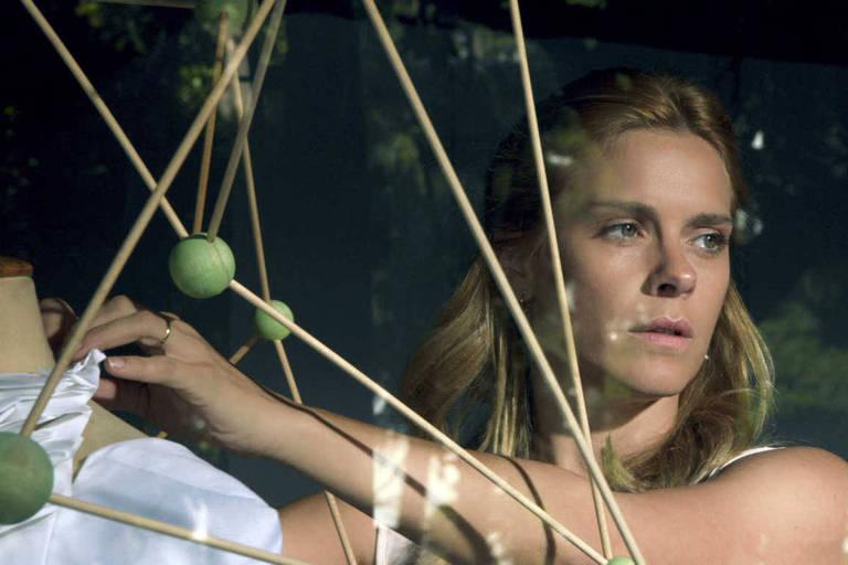 A atriz Carolina Dieckmann, em cena do filme Silêncio do céu