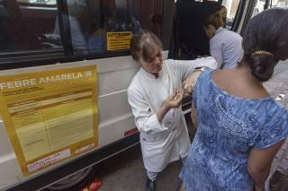 VACINAÇÃO DA FEBRE AMARELA NA ZONA SUL/ VAN LEVA VACINAS PELAS RUAS DO JARDIM MIRIAM
