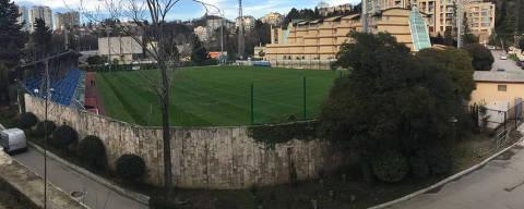 Vista desde linha de trem do campo que será utilizado para treinos da seleção brasileira em Sochi durante a Copa do Mundo de 2018, na Rússia   Foto: Fábio Aleixo/Folhapress