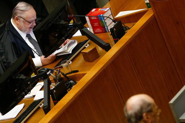 O ministro do STJ Felix Fischer durante julgamento do habeas corpus preventivo pedido pela defesa do ex-presidente Lula