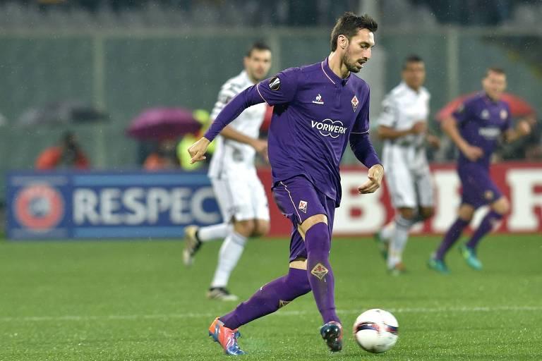 O zagueiro e capitão da Fiorentina Davide Astori, em partida da Liga Europa