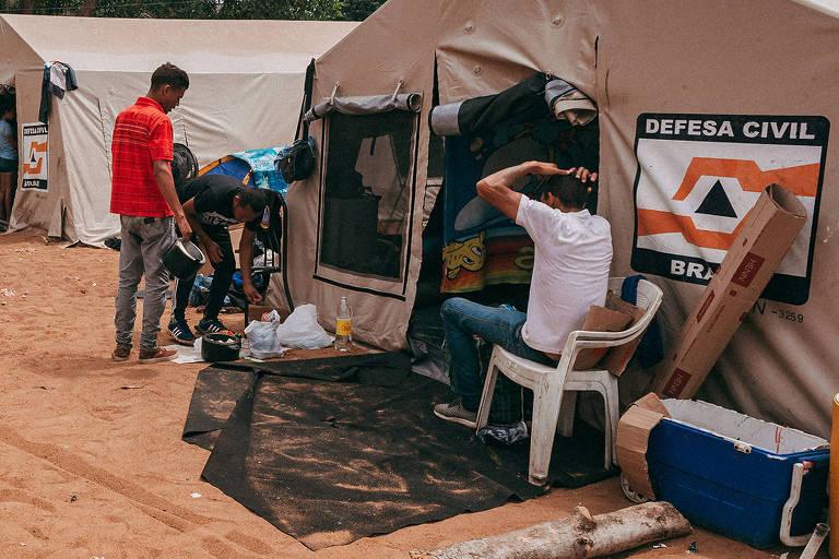 Abrigo improvisado para receber venezuelanos que chegam a Roraima