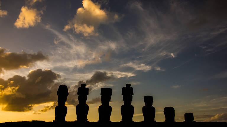 Estátuas de pedra na Ilha de Páscoa, no Chile