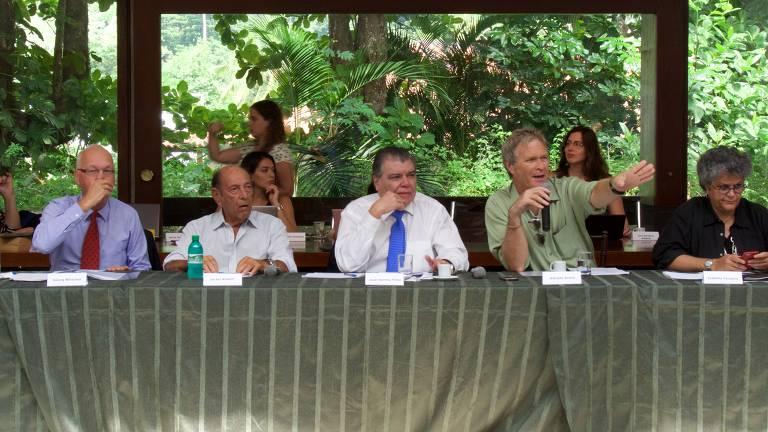 Ao centro, Sarney Filho (PV), à dir. a ex-ministra Izabella Teixeira; entre eles, Alfredo Sirkis, coordenador do fórum. Da esquerda para a direita, o embaixador da Alemanha no Brasil Georg Witschel e o empresário e ambientalista Israel Klabin