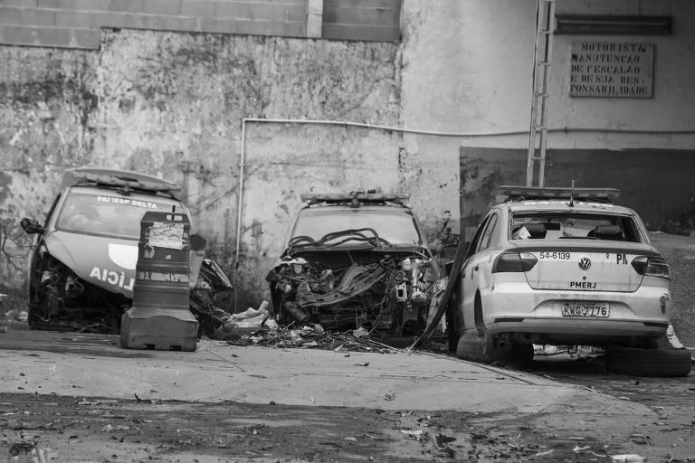 Veículos estacionados no 9° Batalhão da Polícia Militar, no Rio