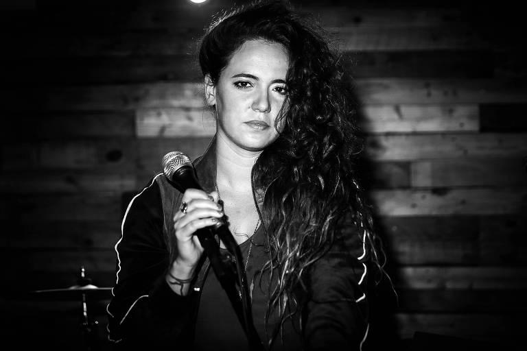 A cantora Tiê