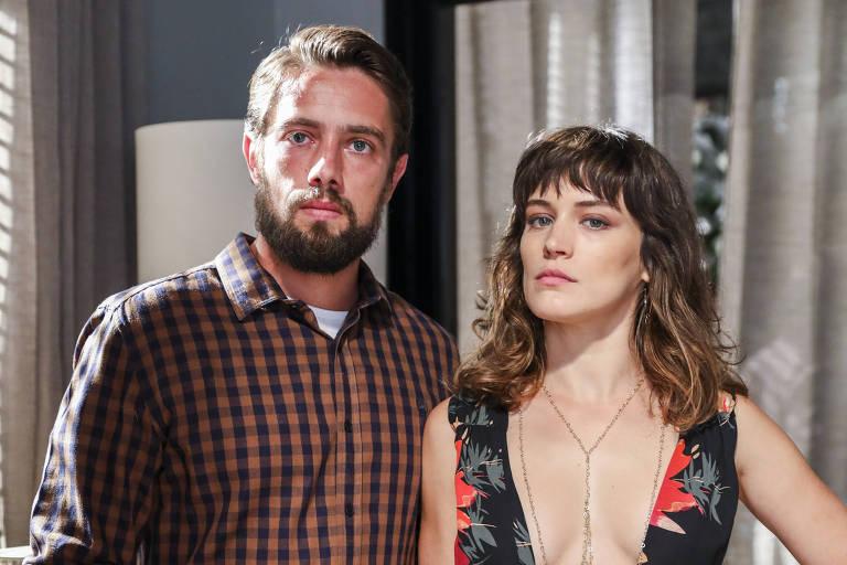 "Renato (Rafael Cardoso) e Clara (Bianca Bin) em ""O Outro Lado do Paraíso"" (Globo)"