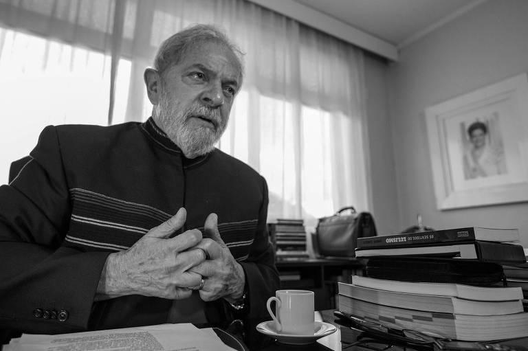 O ex-presidente Luiz Inácio Lula da Silva concede entrevista à Folha no Instituto Lula, em Ipiranga, zona sul paulistana