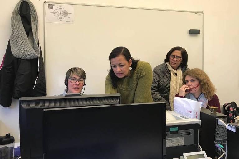 Da esquerda para direita: Luciana, Viviane, Fátima e Gina, estudantes de doutorado em Educação na Universidade do Minho, em Braga, Portugal.