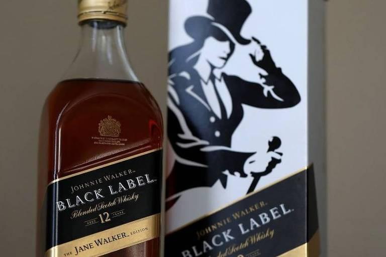 O rótulo da discórdia: mulheres consideraram que campanha da marca Johnnie Walker as diminuía