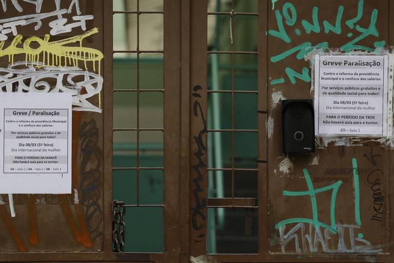 A escola municipal Patricia Galvão, no centro de SP, amanhece nesta quinta (8) de portões fechados devido à paralisação de professores contra reforma previdenciária proposta pelo prefeito João Doria (PSDB)