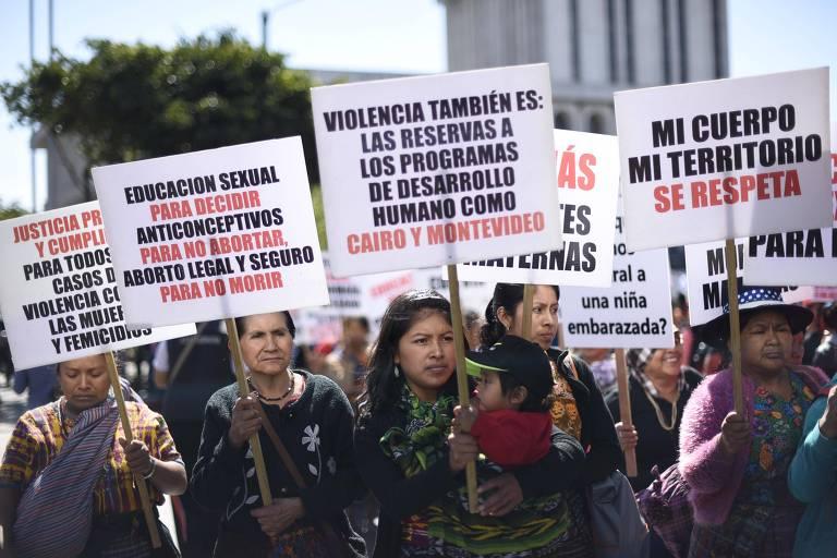 Mulheres indígenas participam de marcha no Dia Internacional da Mulher, na Guatemala