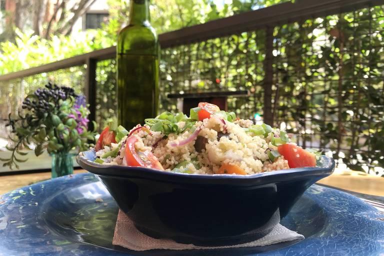 Cuscuz marroquino servido no Doca 483 pode vir com ou sem camarões
