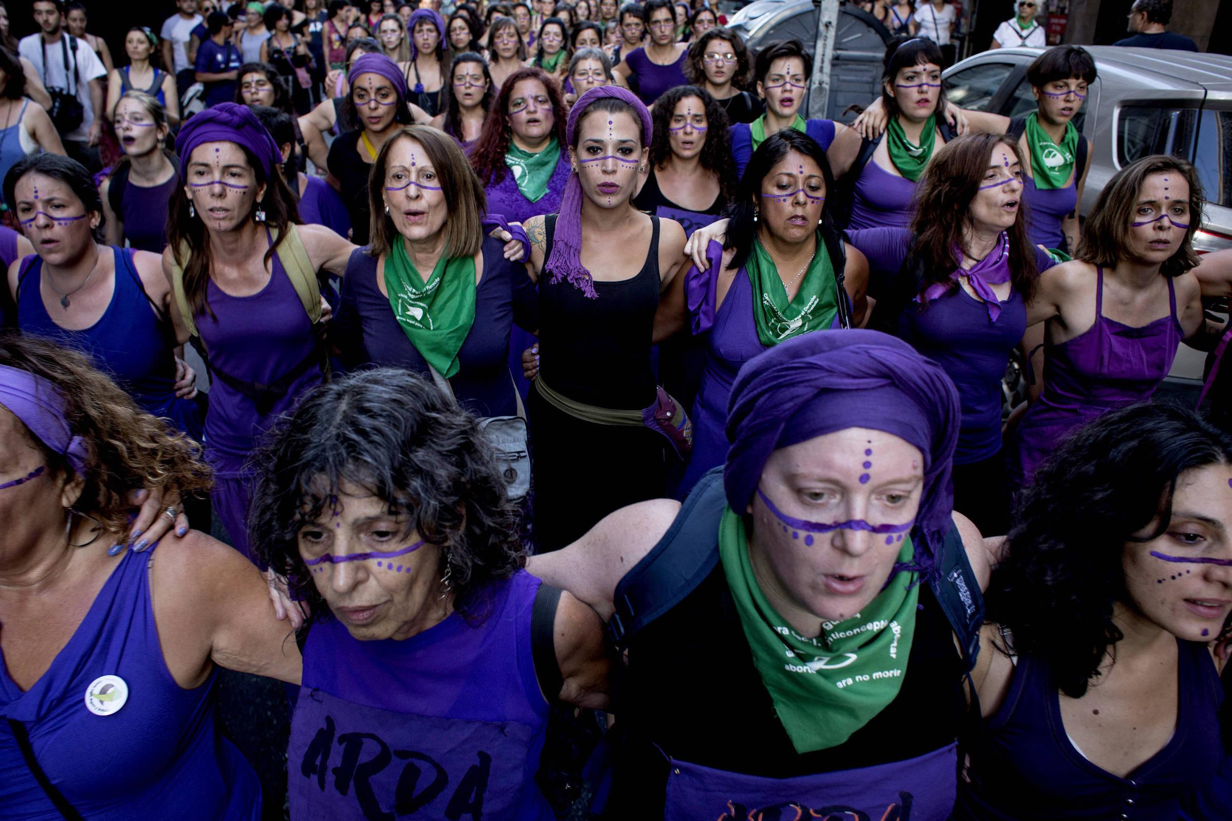 Projeto delegalização do aborto impulsiona atos de mulheres na Argentina
