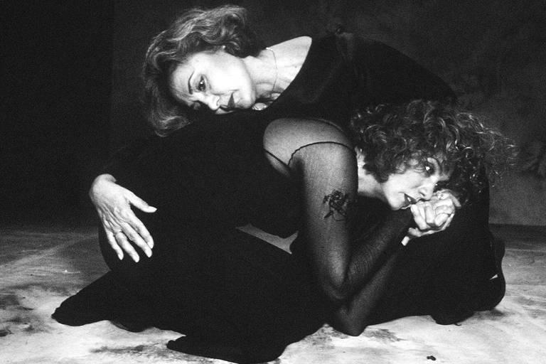 Eliane Giardini e Eva Wilma em cena da peça de teatro