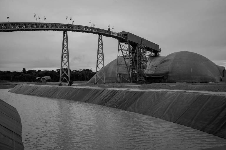 Água misturada com rejeitos da Hydro Alunorte em Barcarena, na região metropolitana de Belém; Ibama investiga se empresa contaminou rio da cidade