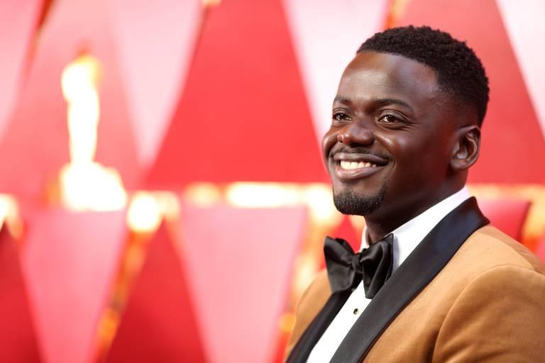 """O ator Daniel Kaluuya na cerimônia do Oscar, filme """"Corra"""" ganhou melhor roteiro"""