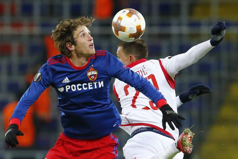 bb045c8cbd11d Mário Fernandes (esq.) durante jogo do CSKA Moscou pela Liga Europa -  Alexander Zemlianichenko AP Photo