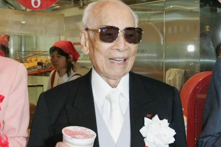 Após de ter vários negócios fracassados Momofuku Ando inventou o macarrão instantâneo em 1958