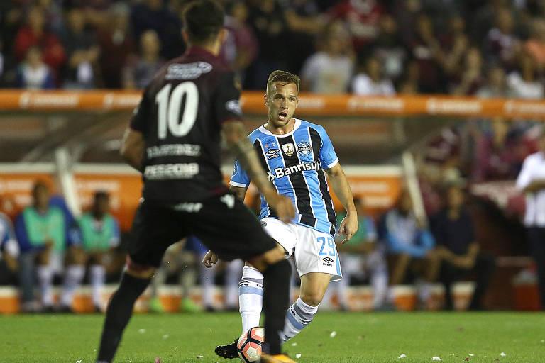 Arthur, jogador do Grêmio, durante partida final da Copa Libertadores da América 2017, contra o Lanús, da Argentina, no estádio Ciudad de Lanús