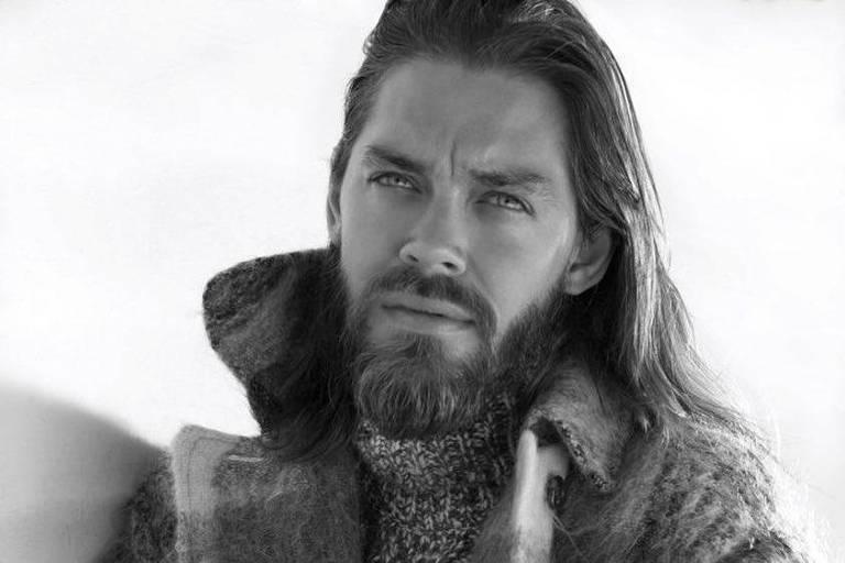 "O ator Tom Payne que vive Jesus em ""The Walking Dead"""