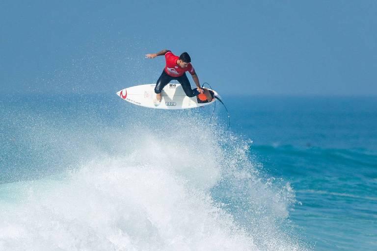 Surfista brasileiro Gabriel Medina durante competição em outubro de 2017