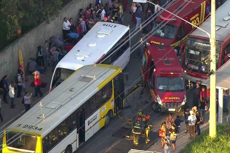 Acidente entre dois ônibus deixa feridos na Zona Leste de SP