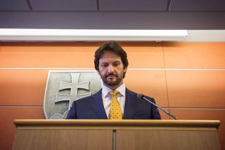 Robert Kalinak, ministro do Interior da Eslováquia, durante entrevista coletiva em Bratislava na qual anunciou sua renúncia