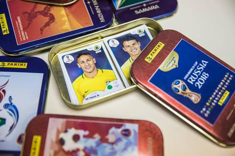 São Paulo, SP, Brasil, 12-03-2018: Figurinha do jogador Neymar em meio a caixinhas especiais produzidas para o álbum da Copa do Mundo 2018, da Panini. (Foto: Alberto Rocha/Folhapress)