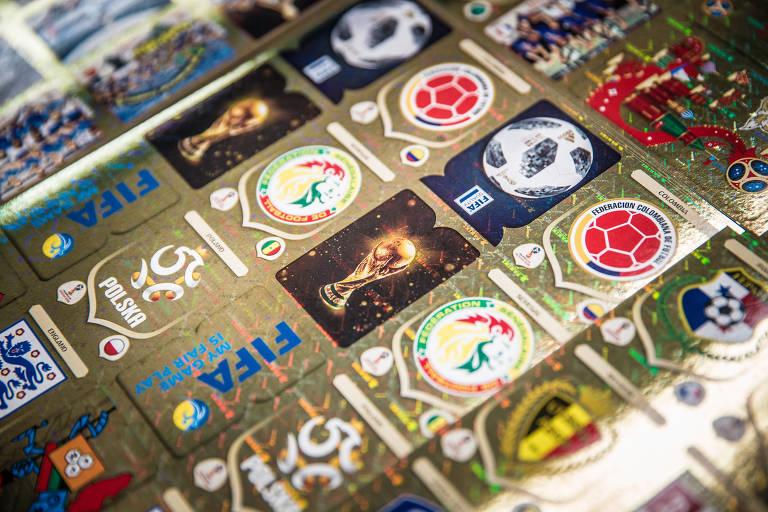 Folha com figurinhas do álbum da Copa do Mundo 2018, da Panini