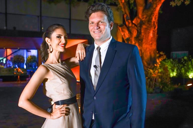 Chris Flores e Carlos Bertolazzi, do Fábrica de Casamentos (SBT)