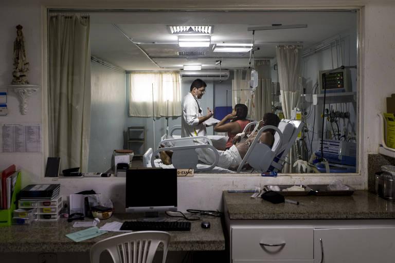 Movimentação de médicos e pacientes no setor de atendimento coronário da Fundação de Beneficência Hospital Cirurgia, em Aracaju