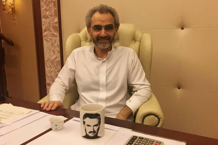 O príncipe Alwaleed bin Talal posa para foto em entrevista à Reuters; ele foi um dos primeiros a serem presos no hotel Ritz-Carlton de Riad