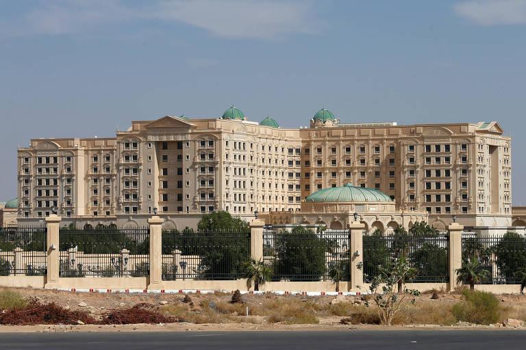 Os prédios do hotel cinco estrelas Ritz-Carlton de Riad serviram como prisão para os empresários do expurgo da monarquia saudita