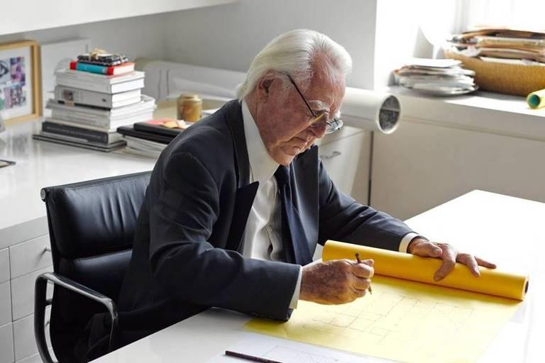 O arquiteto Richard Meier em seu escritório