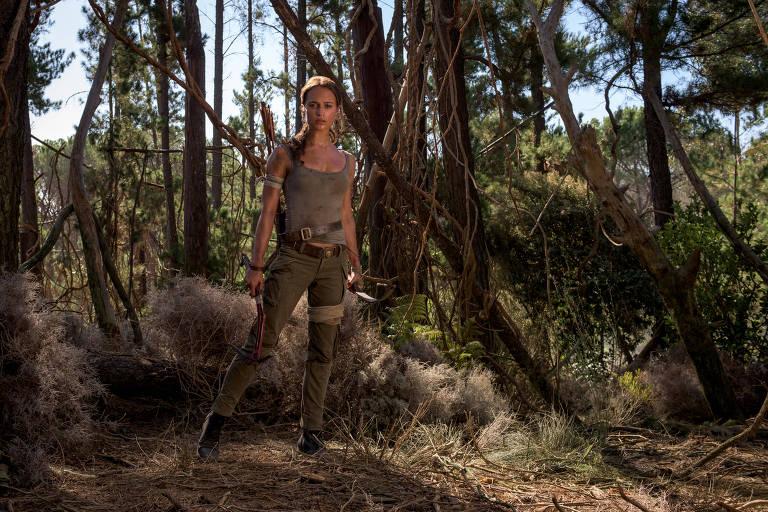 """Alicia Vikander (Lara Croft) em cena de 'Tomb Raider: A Origem"""""""